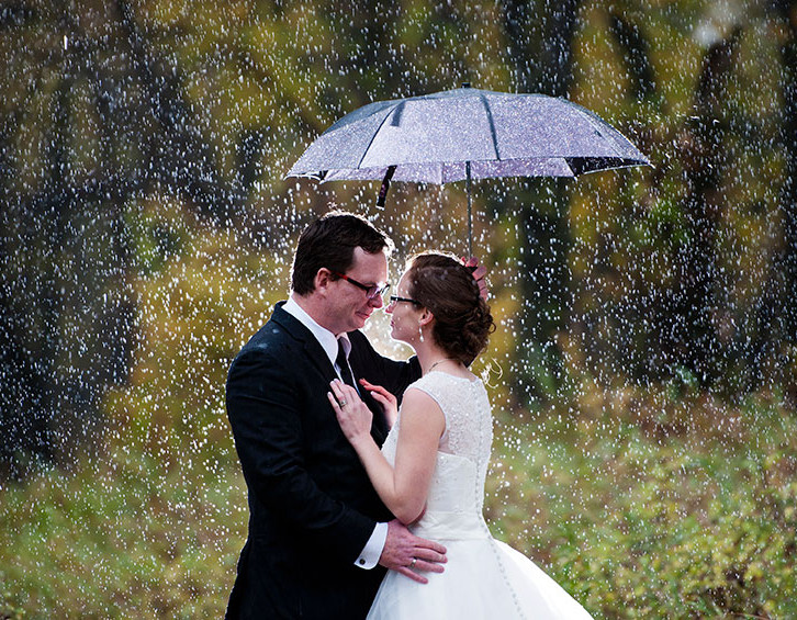 Lethbridge wedding, red umbrella, rainy wedding, red car, antique car, fall wedding