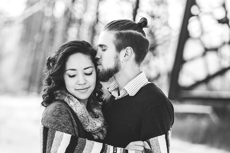 Lethbridge photographer winter couple photos redtreephotography couple